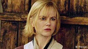 در فیلم داگویل، زنی بیپناه (نیکول کیدمن) به قاتلی بیرحم بدل میشود.