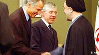 Mohammad Khatami schüttelt die Hand Dominique De Villepin, Jack Straw, Iran Atomstreik beigelegt