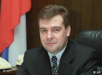Медведев отвечал на вопросы, касающиеся коррупции, развития демократии, а также обращения российских властей с их политическими противниками