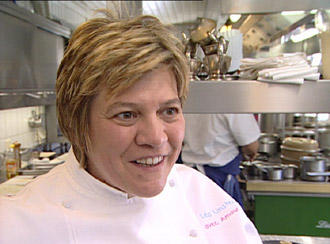 Lea Linster kocht für euromaxx ihren preisgekrönten Lammrücken in Kartoffelkruste.
