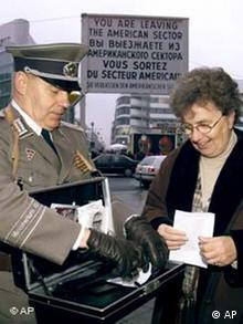 Galerie Berliner Mauer: Grenzkontrollen