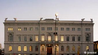 Fassade des neuen Bertelsmann Gebäudes in Berlin Unter den Linden