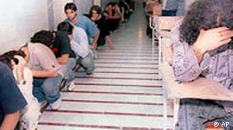 Jugendliche im Gefängnis in Teheran