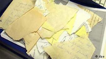 Stasi Unterlagen als Puzzle Rekonstruktion