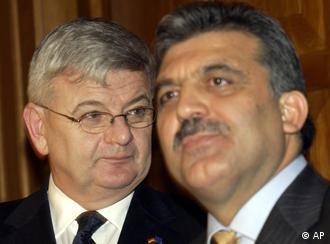 Gül (right) will also discuss Turkey's EU accession in Berlin