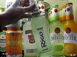 Вулицями ходить молодь, тримаючи в руках пляшки зі спиртним...