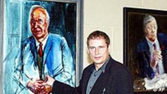 Albrecht Gehse in front of Kohl's portrait
