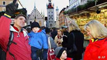 Amerikanische Familie in München Weihnachtsmarkt
