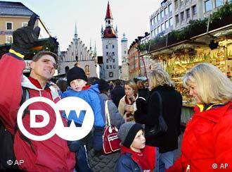 Altbayrischer Charme in großstädtischem Flair erleben die Besucher des Christkindlmarktes in München. Trotz der Größe des traditionsreichen Marktes im Herzen der Stadt, sind hier gemütliche Ecken zu finden, wo man sich gerne mit Freunden ein Haferl dampfenden Glühwein schmecken lässt.