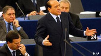 Der italienische Premierminister Silvio Berlusconi spricht vor dem europäischen Parlament