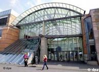A moderna entrada do Museu Nacional Germânico, de Nurembergue