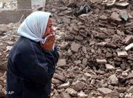خطر ریزش بافتهای فرسوده یکی از مشکلات شهرهای ایران در زمان وقوع زلزله است، اما به گفته منتقدان بخشی از درآمدهای دولت صرف خانهسازی در ونزوئلا و سوریه میشود