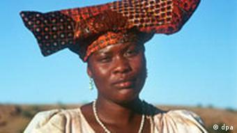 Hererofrau mit traditionellem Kopfputz