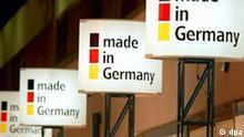 Made in Germany verkünden Infoschilder auf der 6. GTS '99 (German Technology Symposium and Exhibition) im Messezentrum in Bangkok am 10.11.1999. Die EU-Kommission stellt nationale Herkunftsbezeichnungen wie Made in Germany in Frage. Die Brüsseler Behörde denkt über die allgemeine Einführung einer Bezeichnung Made in the European Union nach. Dabei werde auch der Gebrauch der nationalen Kennzeichnungen auf den Prüfstand gestellt, sagte eine Sprecherin am 12.1.2004. In einem internen Arbeitspapier der Kommission heißt es aber gleichzeitig, die nationalen Bezeichnungen sollten freiwillig weiter verwendet werden können.