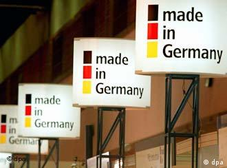 Infoschilder mit Made in Germany-Slogan (Foto: dpa)