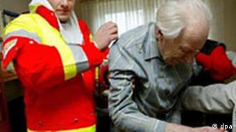 Symbolbild Zivildienst - Hilfskraft beim Arbeiter- Samariter-Bund