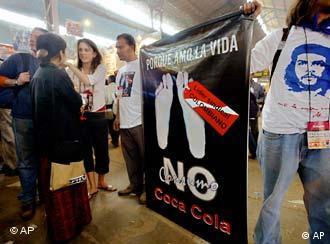 Die Feindbilder der NGOs heißen beispielsweise Coca Cola und Nestlé