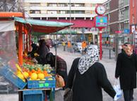 Türkische Frauen am Kottbusser Tor in Berlin.
