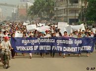 Бастующие текстильщики в Камбодже