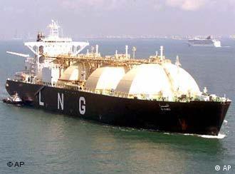 کشتیرانی جمهوری اسلامی به کمک سوریه آمده تا فروش نفتخام این کشور را تسهیل کند