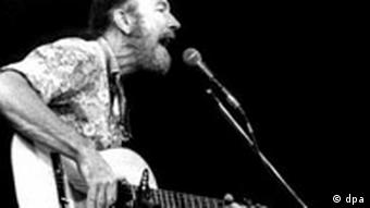 Pete Seeger bei einem Benefiz Konzert in Chile