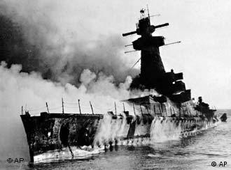 El Graf Spee en llamas, el 17 de diciembre de 1939.