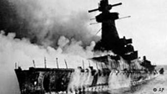 Kriegsschiff Graf Spee sinkt vor Montevideo