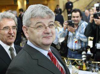 Almanya Dışişleri Bakanı Fischer, ülkesinin Irak'a asker göndermeyeceğini yineledi