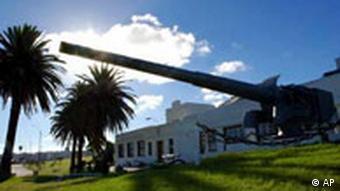 Eine Kanone von Admiral Graf Spee in Montevideo