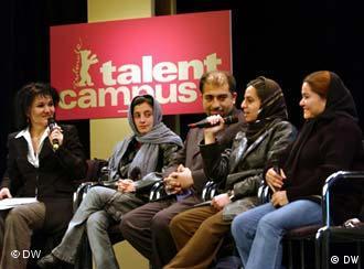 Entschleiertes Afghanistan: drei junge Afghanninen stelllen sich bei der Berlinale vor
