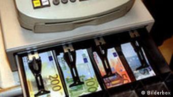 Euroscheine in Geldschublade