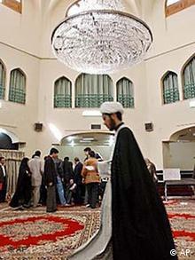 نمای درونی مسجدی در ایران