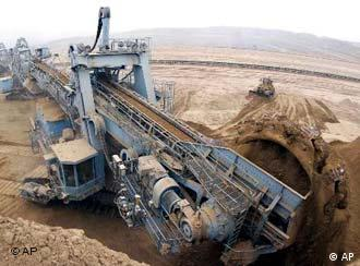 A grab works in the Heidaigou Open Mine of Jungar Energy Co, Ltd. of Shenhua Group in Hohhot, north China's Inner Mongolia Autonomous Region Tuesday, Aug. 5, 2003. The mine produced 7.91 million tons of coal in the first half of 2003, accounting for 61.75 percent of the production plan for the year. (AP Photo / Xinhua, Wang Yebiao)