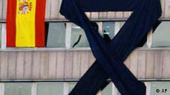 Galerie Anschläge in Madrid Reaktionen Flagge