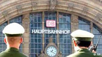 Polizisten am Frankfurter Bahnhof