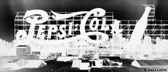 Ausstellungstipps v. 18.03.2004 Vera Lutter Pepsi Cola, Long Island City II , May 18 1998 Kunsthaus Graz