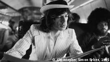 """Die Abbildung der folgenden Pressefotos ist nur gestattet im Rahmen einer redaktionellen Berichterstattung über die Ausstellung """"The Rolling Stones – An Unseen Diary"""" im NRW-Forum Kultur und Wirtschaft Düsseldorf. »Media Savvy« - Mick Jagger, der News-Narr © Christopher Simon Sykes, 1975"""