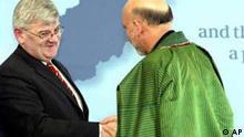 Afghanistan Konferenz Hamid Karsai und Joschka Fischer