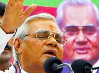 Wähnt sich bereits als Wahlsieger: Indiens Premierminister Vajpayee