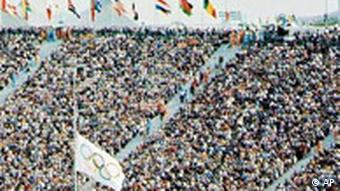 Trauer Olympiade München 1972 Flagge im Stadion