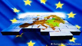 EU Erweiterung Symbolbild mit Flagge und Karte