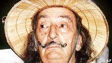 ** ARCHIV ** Der spanische Surrealist Salvador Dali, aufgenommen am 14. Aug. 1979 in Port Lligat. Der 1989 in Figueras verstorbene Kuenstler waere am Dienstag, 11. Mai 2004, 100 Jahre alt geworden. (AP Photo/Derek Ive)