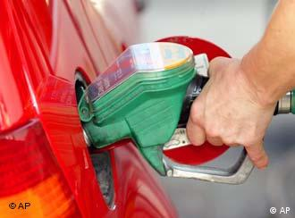 filling a car's gas tank