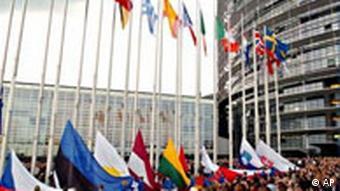 Evropski parlament, podizanje zastava novih članica - 2004.