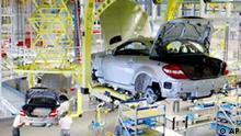 Fertigung des neuen Mercedes SLK im DaimlerChrysler-Werk Bremen am Dienstag, 4. Mai 2004. Der Roadster wird seit fuenf Monaten in Bremen gebaut und hatte vor vier Wochen Markteinfuehrung. Wegen hoher Nachfrage wird nun bereits im Drei-Schicht-Betrieb gearbeitet. Rund 2.000 Arbeiter der insgesamt 15.500 im Werk Bremen Beschftigten fertigen den SLK Roadster. 280.000 Autos sollen im Jahr 2004 an dem Standort gebaut werden, 52.000 davon als SLK. (AP Photo/Joerg Sarbach) ---The new Mercedes SLK model passes through the production line at the DaimlerChrysler plant in Bremen, northernm Germany, Tuesday May 4, 2004. 52,000 SLK Roadsters are planned to leave the plant in 2004.(AP Photo/Joerg Sarbach)