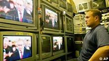 Putin tritt zweite Amtszeit an Fernsehen in Moskau