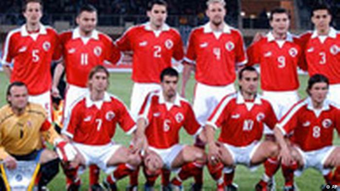 Teams | All media content | DW | 11 06 2004