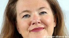 Ilona Schmiel, Intendantin des Beethovenfestes in Bonn, aufgenommen am 13.03.2006 auf einer Pressekonferenz in Bonn. Schmiel wurde 1967 in Hannover geboren. Sie studierte in Berlin Gesang, Altphilologie und Kultur- und Medienmanagment. Seit 2004 ist sie Intendantin des Beethovenfestes. Foto: Hermann Josef Wöstmann +++(c) dpa - Report+++