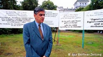 Sinti und Roma sammeln Unterschriften für das Holocaust-Mahnmal