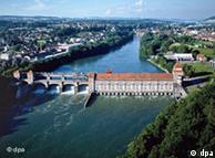 Central hidroeléctrica en Laufenburg a orillas del Rin.